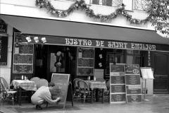girl-and-restaurant-blackboard-paris
