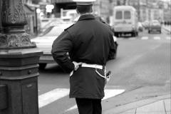 policeman-paris