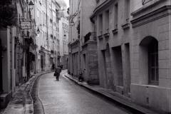 walking-home-paris-evening