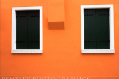 orange-wall-burano